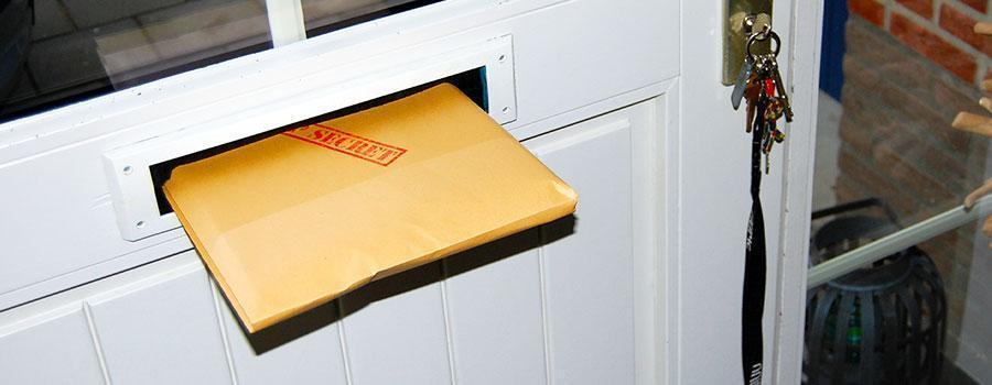 Het missiedossier dat door de brievenbus is gedaan